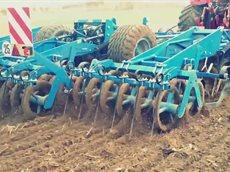 Весенние работы. Трактор VERSATILE 400 на польских полях